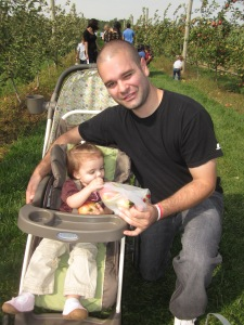 apple picking 049